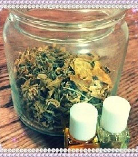 合成のオイルと精油の使い分け。合成オイルも香りを楽しめます♪